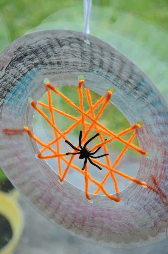 Who says crafting without paint has to be boring? These mixed media spider web plates are involved enough to spark the imagination of kids of all ages, but clean up won't take longer than doing the craft itself (we hate when that happens).